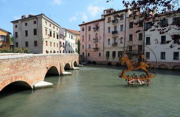 Donna si getta dal ponte a Treviso con figlio di un anno e mezzo