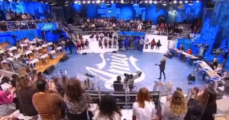 """Amici 20, Lorella Cuccarini crea il panico tra i ballerini: """"Mi spiace ma devo farlo"""""""