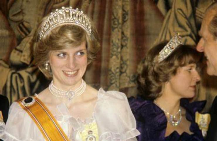Kate Middleton collana perle funerali Filippo mistero
