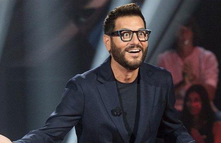 Enrico Papi, grande svolta per il conduttore: il ritorno in Mediaset
