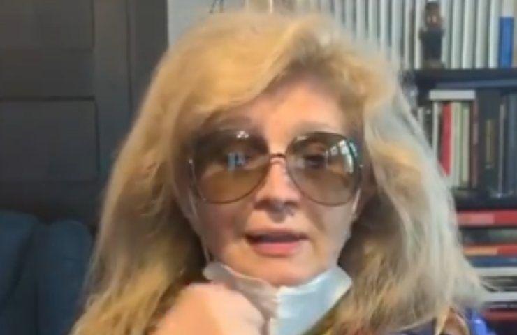 """Iva Zanicchi in lacrime, colpita dalla tragica notizia: """"Sono troppo triste"""""""