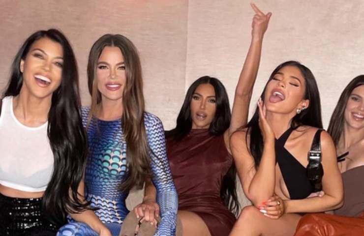 Kylie Jenner nasconde qualcosa? Perchè compare con un falso nome