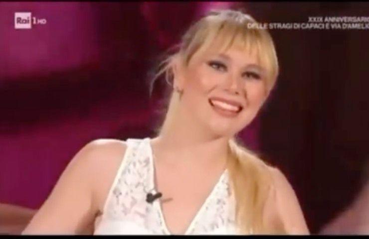 Jasmine Carrisi la prima esibizione dal vivo in tv - FOTO