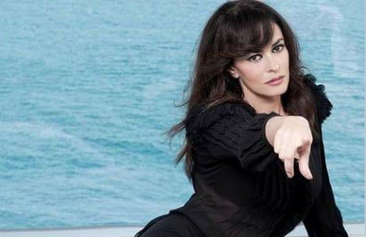 Maria Grazia Cucinotta, spettacolo mozzafiato di un luogo incantato: lei è bellissima