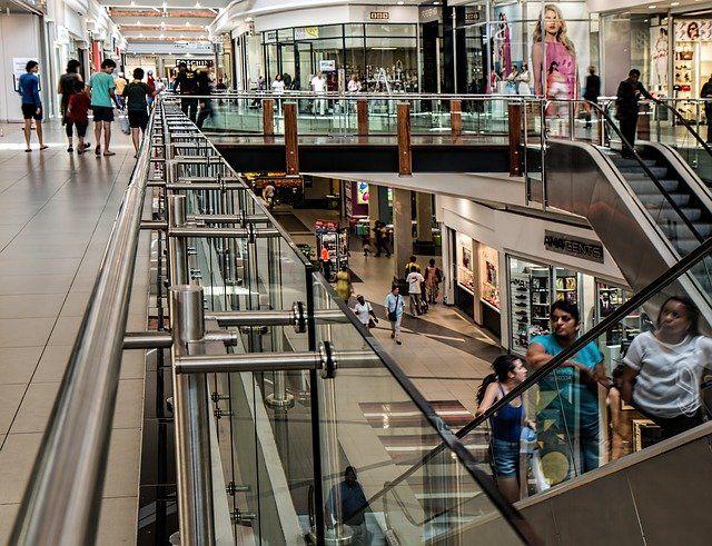 Grave gesto tra le vie dello shopping in Cina