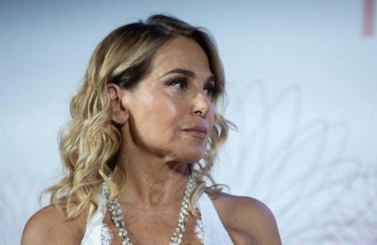 Barbara D'Urso a rischio! Il messaggio allarma: addio a Mediaset?