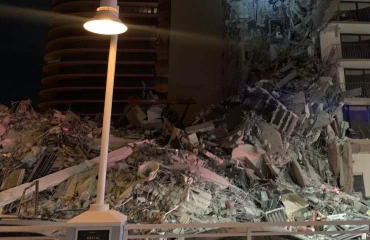 Crolla un palazzo a Miami
