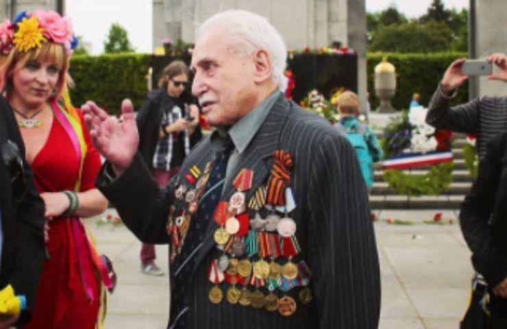 Tragedia Auschwitz, scompare anche l'ultimo liberatore: come dimenticarlo