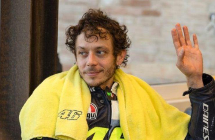 Valentino Rossi ad un bivio, i fan non lo perdonano: doveva farlo prima